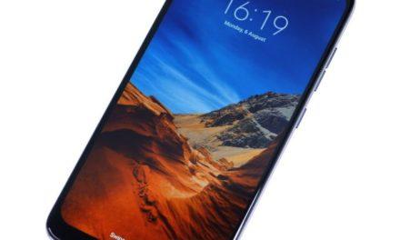 Új folyadékhűtéses izomtelefon érkezik a Xiaomitól Pocophone F1 néven