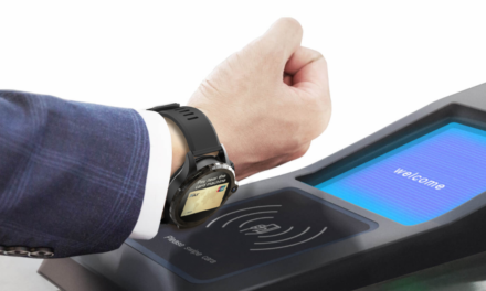 NFC, vezeték nélküli töltés és két kamera a világon először egy okosórában