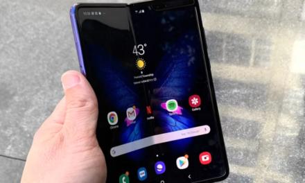 Nem meglepő módon drága a Samsung Fold, de legalább már kapható