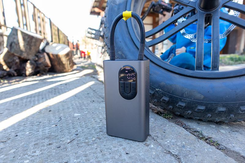 Xiaomi Baseus elektromos pumpa – ezzel fújhatod!