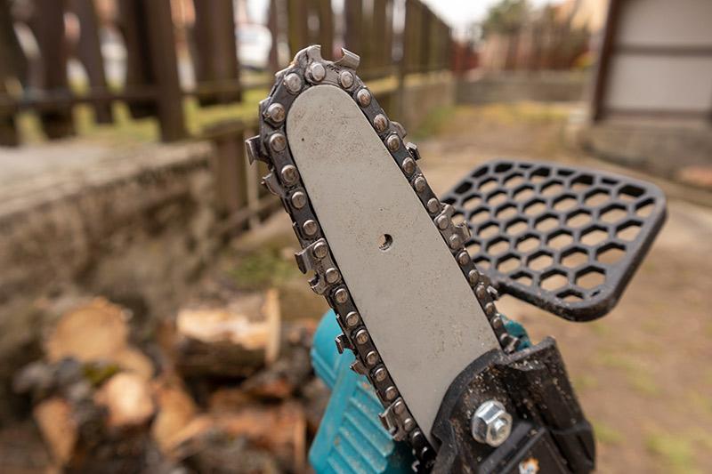 Irány a kerti munka - mini láncfűrész teszt 1