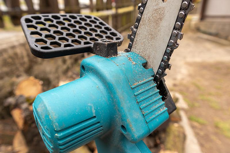 Irány a kerti munka - mini láncfűrész teszt 4